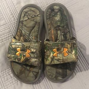 Boys under armor sandal size 3